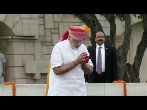 PM Modi pays tributes at the Samadhi of Mahatma Gandhi at Rajghat on 70th Independence Day