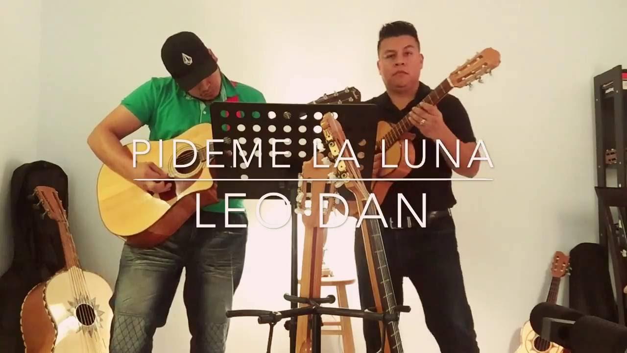 Pideme la luna - Leo Dan  En guitarra