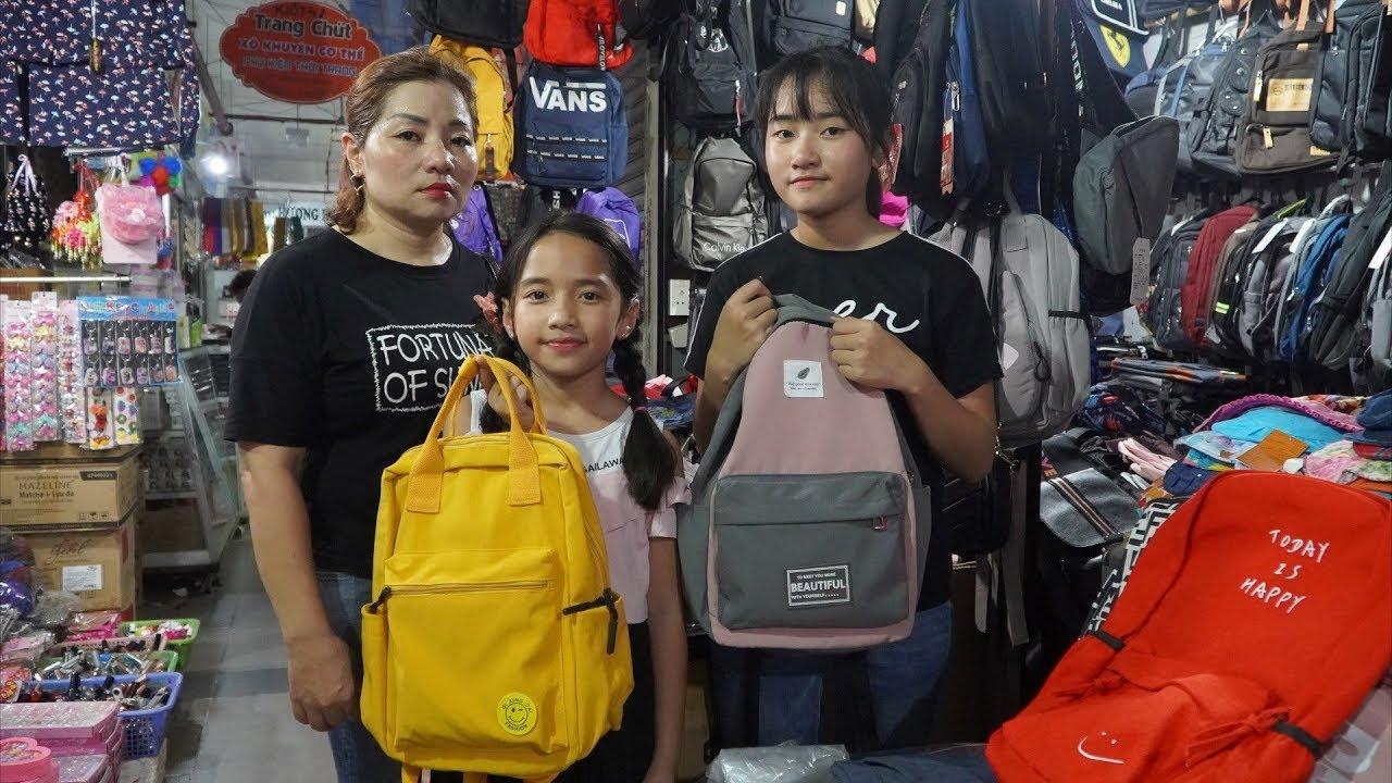 Ba Mẹ Con Đi Chợ Mua Balo Chuẩn Bị Đi Du Lịch - Gia Đình Vui Vẻ - MN Toys