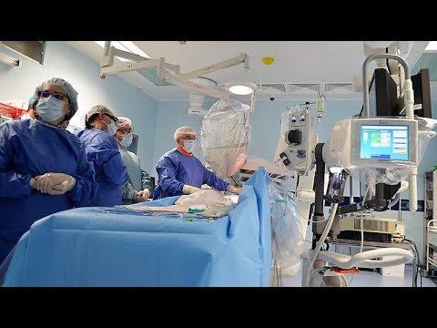 В Сургуте устанавливают в сердце протез клапана с помощью прокола в артерии
