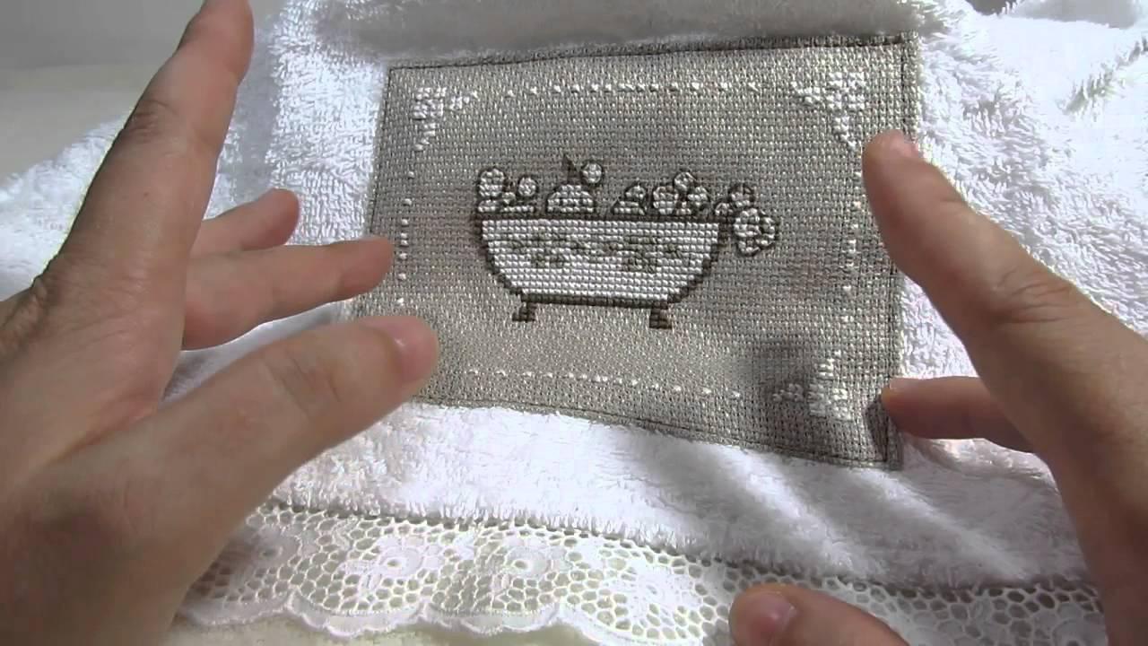 Punto croce rosso e grigio per un asciugamano avorio dmc di