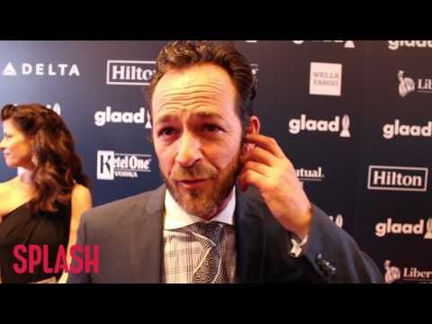 Luke Perry Talks 'Beverly Hills, 90210' Reunion Show | Splash News TV
