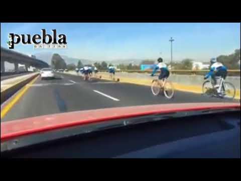 Peregrinos recorren la autopista Puebla-México rumbo a la Basílica de Guadalupe