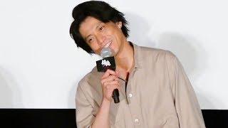 俳優の小栗旬が10日、都内で行われた主演映画『銀魂』(7月14日公開)の...