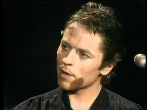 Dick Clark Interviews Robert Palmer - American Bandstand 1978
