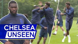 Tammy Abraham's Cheeky Dance Moves 👀 Pulisic x Abraham Nail Perfect Chest Bump! 🤣 | Chelsea Unseen