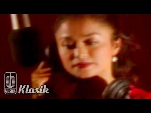 Betharia Sonatha - Siapa Bilang Aku Cinta (Karaoke Video)