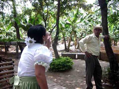 Debora en el parque - 5 9