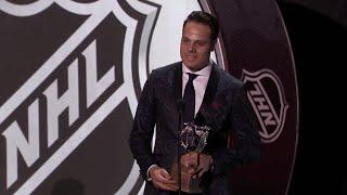 Maple Leafs' Matthews wins Calder Trophy