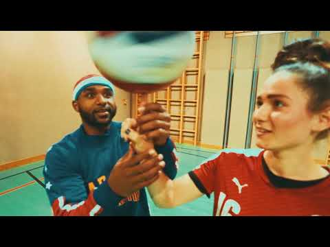 ÖFB Women vs The Harlem Globetrotters | Lessons in Football &Basketball