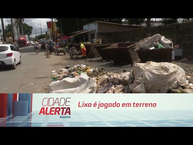 Lixo é jogado em terreno próximo a Feirinha do Tabuleiro