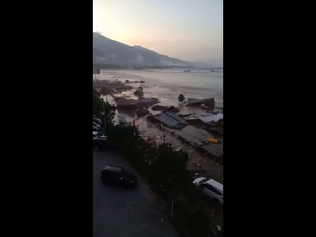 Tsunami hantam Kota Palu