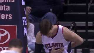 Kyle Korver Uses Mop to Retrieve Stuck Ball