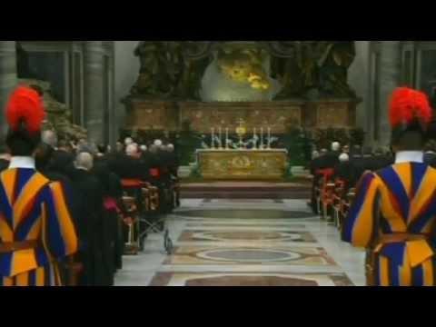 6-3-2013, các Hồng Y cầu nguyện cho Giáo Hội và Mật Nghị sắp tới.