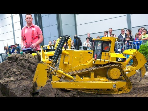 XXXL 180KG!! RC MODEL CAT CATERPILLAR DOZER IN ACTION!! *CAT D11T RC HYDRAULIC DOZER
