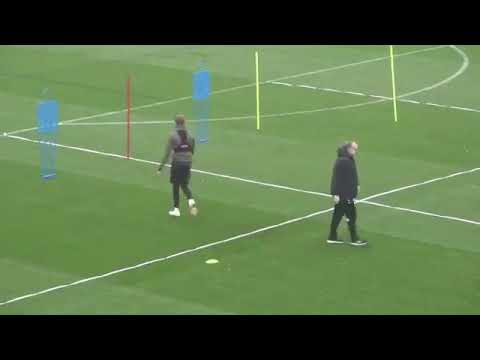 Un 'loco' festejo: Gol del Leeds desató divertida reaccción de Bielsa