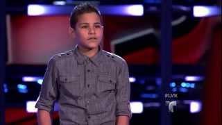 Jon Rivera canta