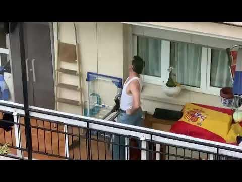Freddie Mercury balcony (auténtico autor del baile)- OFICIAL ?? (del auténtico autor del baile)