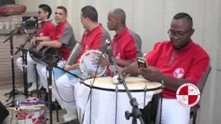 Grupo de samba como presente de aniversario para animar a festa