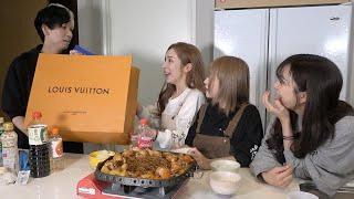韓国料理チムタクをヘラヘラ三銃士と作った直後にルイヴィトン渡してみたww【ありしゃん誕生日】