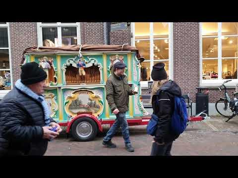 Draaiorgel De Impala Speelt Gezellige Liedjes In Harderwijk
