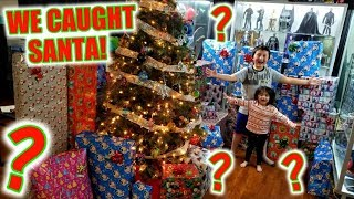 WE CAUGHT SANTA BRINGING THE BEST CHRISTMAS PRESENTS! ARI AND ETHANS FAVORITE MYSTERY SUPRISE GIFTS!