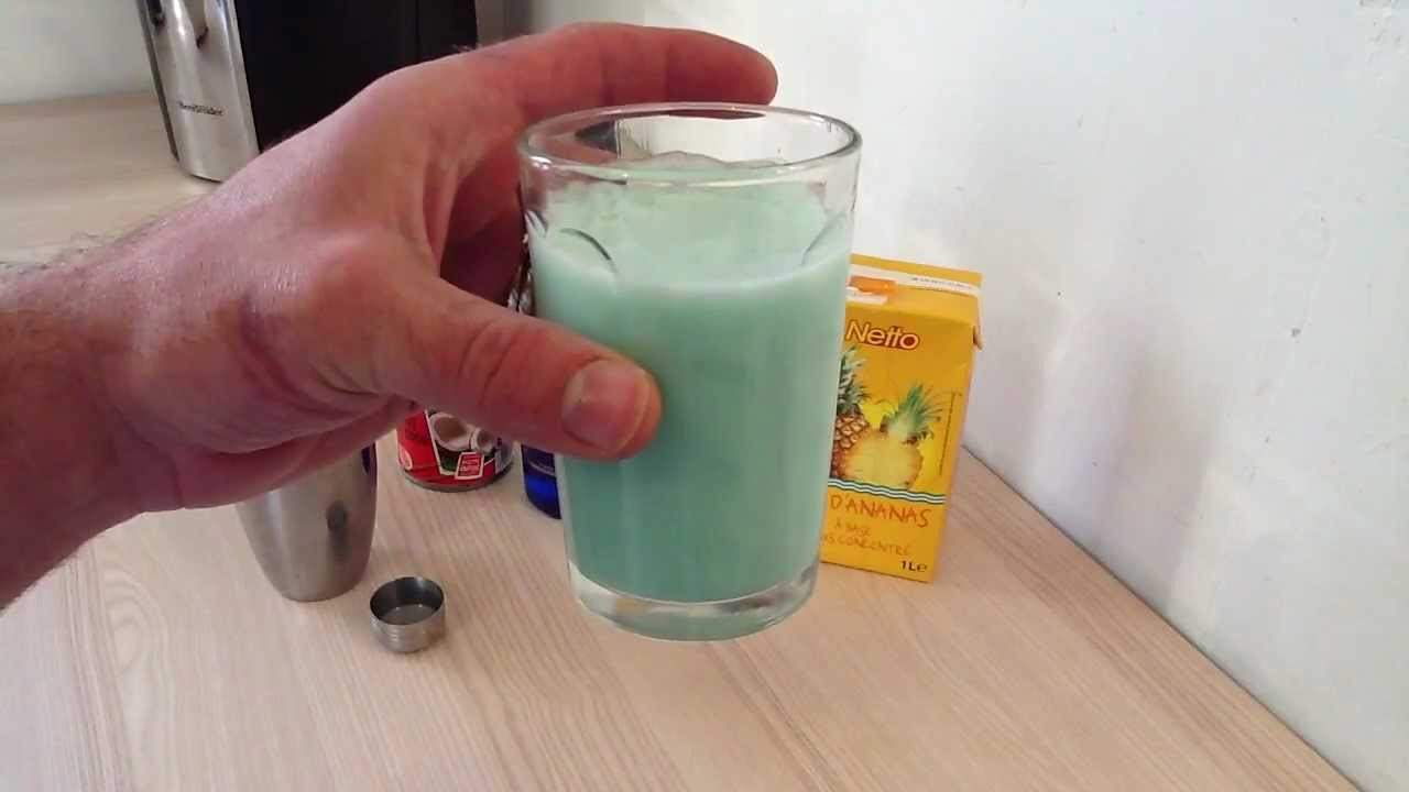 Top Faire un cocktail Blue Hawaiian - Recette Cocktail Rhum Curacao  KV24