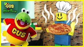 Gus the Gummy Gator Making a GIANT PIZZA!! Pretend Play Food with Roblox Pizza Delivery