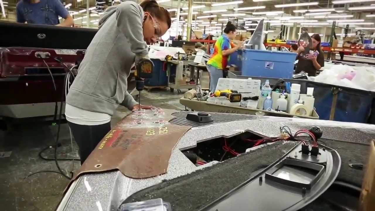 Ranger Boat Factory Tour Deck Lamination Youtube