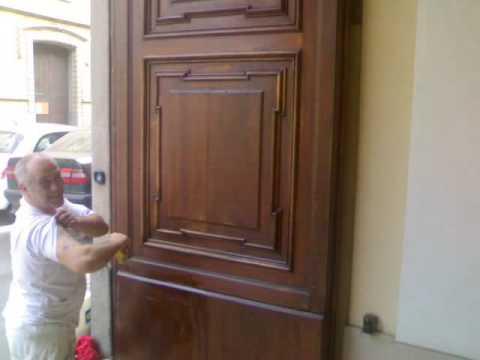 Portone in legno da riqualificare youtube - Verniciare una porta in legno ...