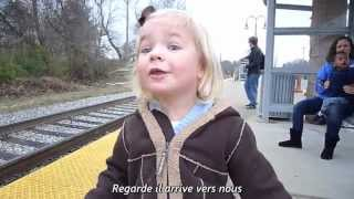 Une petite fille qui adore les trains !