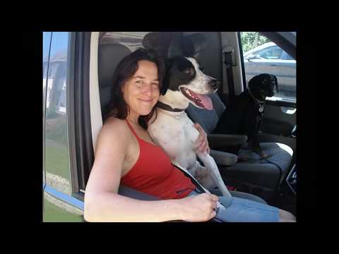 पति की मृत्यु के बाद महिला ने अपने कुत्ते से शादी करने की योजना का खुलासा किया
