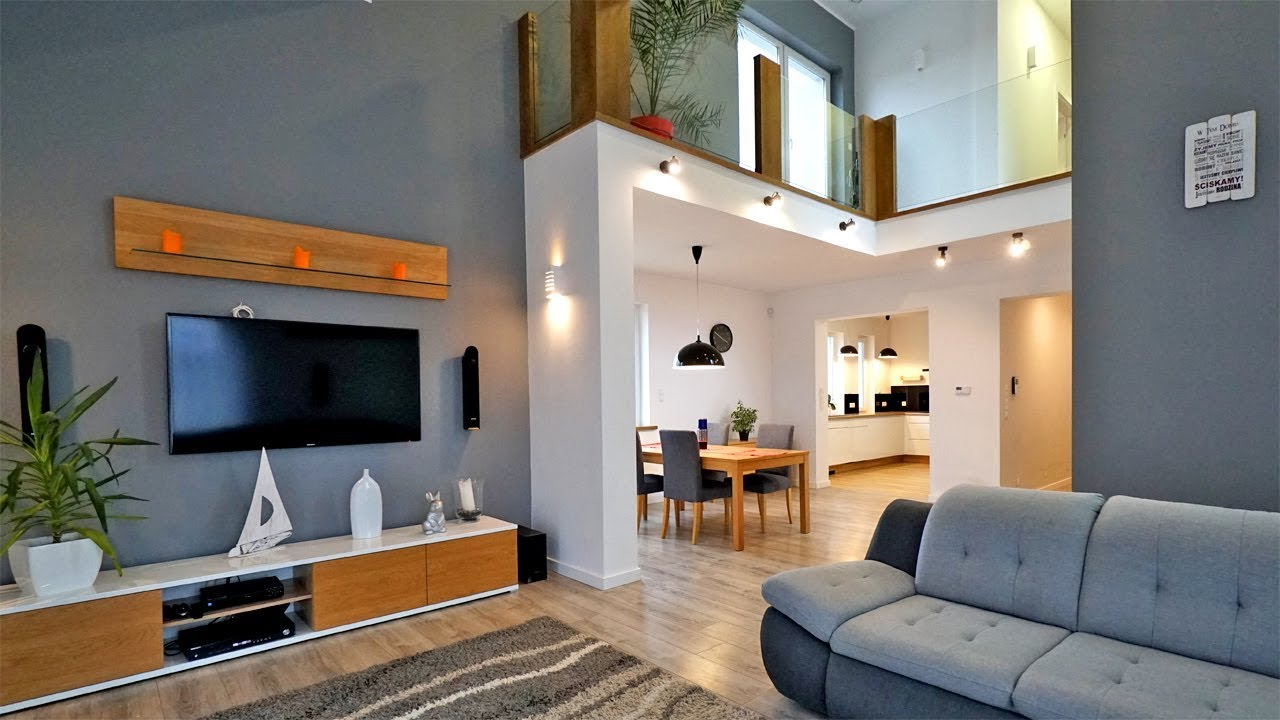 Oglądamy dom z antresolą w salonie - nowoczesne mieszkanie blisko jeziora #projekt #mały dom