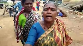Ladies fire on CM KCR for Bathukamma sarees. ఈ ముసలమ్మ చూడండి ఎలా మాట్లాడుతుంది