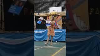 VIDEO. Escándalo: Una candidata enseñó a cortar boleta en un acto escolar