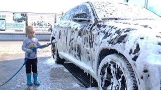 Тимур научился мыть машину с Папой !