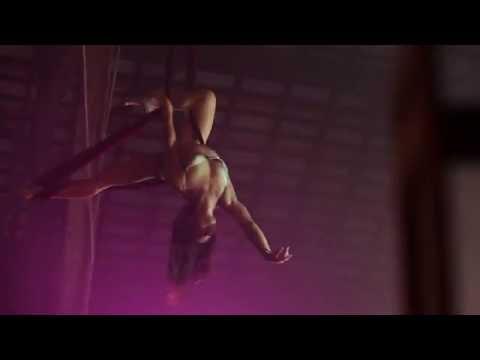 Eye of the Needle  Sia  Selkie Hom  Aerial Hammock Music Video de Erin Brown
