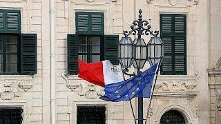 اكبر جالية أجنبية في مالطا هي الجالية البريطانية.
