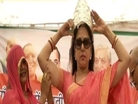 Dream girl Hema Malini`s `Mission Mathura`, watch her unique way of campaigning