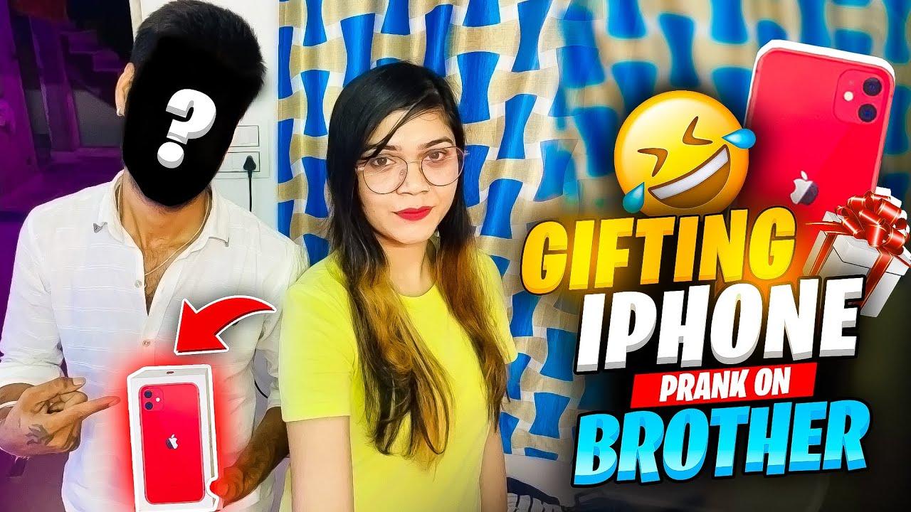 Prank On My BROTHER Gifting I Phone    Garena Free Fire    Bindass Laila
