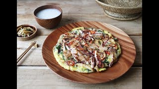 해물파전(SEAFOOD AND GREEN ONION PANCAKE)_ by handycook