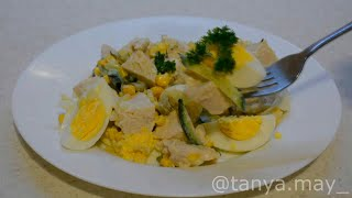 ПП Легкий куриный салат с огурцами и кукурузой без майонеза