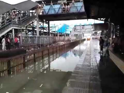 Mumbai Rains Floods 2017 - 20th September | Train Passing thru Nallasopara Station