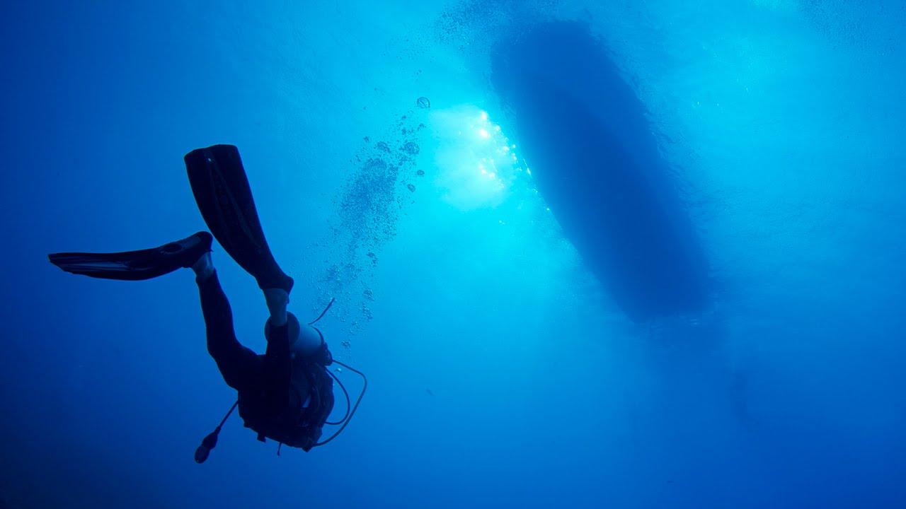 подводная ялик  аквалангиста