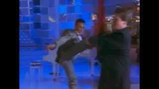 Van Damme frappe Benjamin Castaldi a coup de pieds !