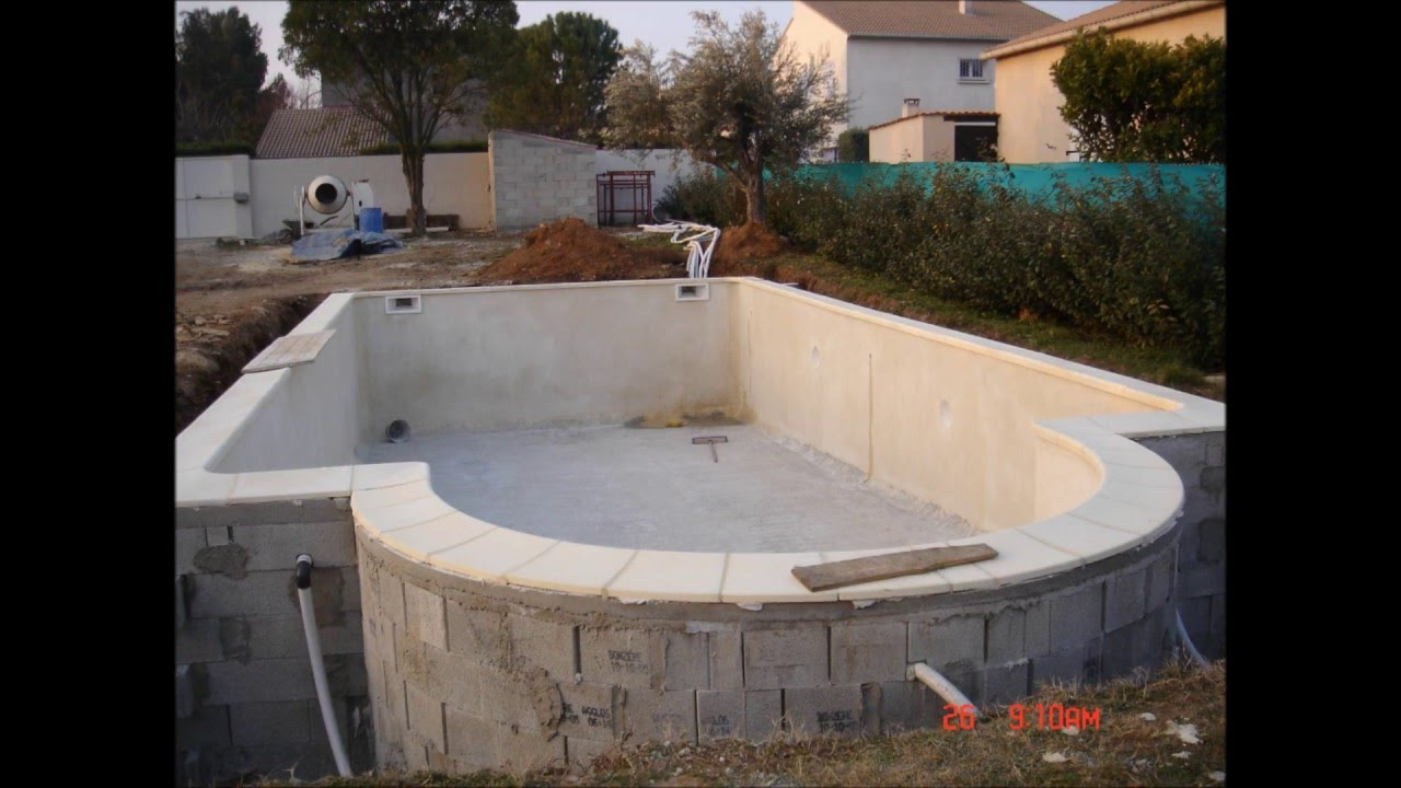 Piscine b ton arm martinez piscine youtube for Enduit piscine beton