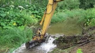 Разрушение дамбы. Cat 312C. Destruction of beaver dams.