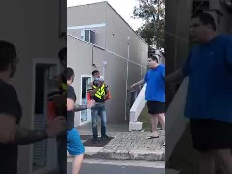 Entregador sofre racismo por morador de condomínio