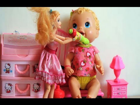 Barbie Doll Meets Baby Alive Doll   Barbie Feeds the Giant Baby