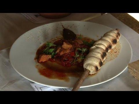 Un festival de cuisine de testicules en serbie youtube for Video de cuisine youtube